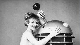 katy_manning_tardis_pose_for_girl_illustrated_magazine_1978_in_b_&_w