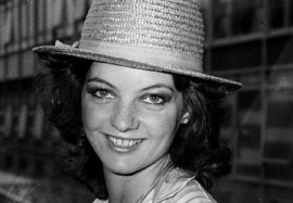 sarah_sutton_in_straw_hat