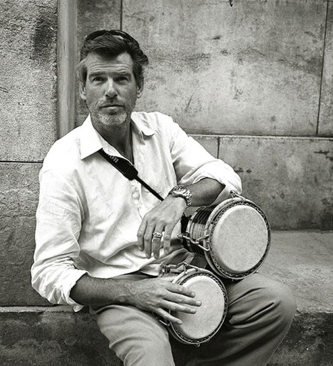 pierce_brosnan_with_bongos