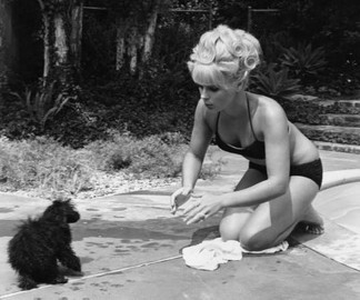 elke_sommer_playing_with_a_puppy
