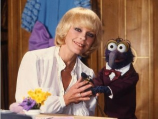 elke_sommer_with_gonzo_of_the_muppets