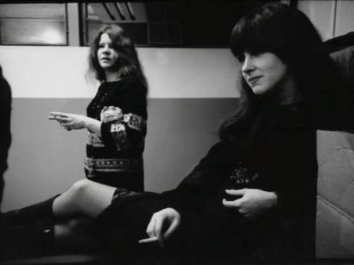 grace_slick_and_janis_joplin_smoking