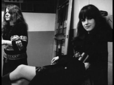 grace_slick_and_janis_joplin_smoking_2