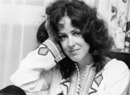 grace_slick_hand_in_hair