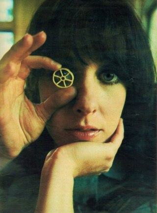 grace_slick_looking_through_miniature_wheel