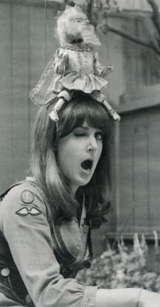 grace_slick_with_odd_puppet_on_head