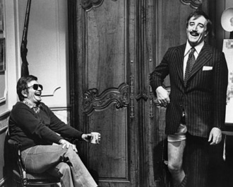 the_pink_panther_blake_edwards_and_peter_sellers_on_the_set_of_the_return_of_the_pink_panther