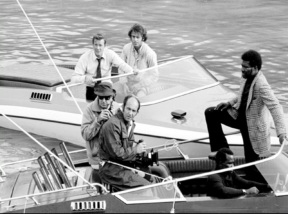 live_and_let_die_guy_hamiltom_roger_moore_and_tommy_lane_in_boats