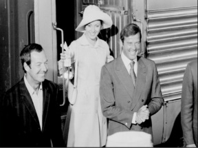 live_and_let_die_guy_hamilton_jane_seymour_and_roger_moore_all_smiles_on-set