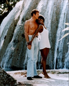 live_and_let_die_roger_moore_and_gloria_hendry