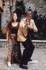 live_and_let_die_roger_moore_and_jane_seymour_anxious_pose