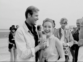 live_and_let_die_roger_moore_and_jane_seymour_relaxed_in_new_orleans