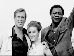 live_and_let_die_roger_moore_jane_seymour_and_yaphett_kotto_all_relaxed_in_new_orleans