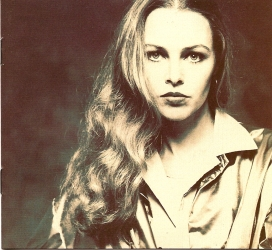 michelle_phillips_hair_down_right_shoulder_in_1980s