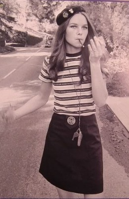 michelle_phillips_in_beret_and_miniskirt
