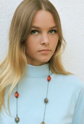 michelle_phillips_in_white_jumper_2