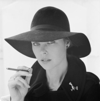 michelle_phillips_in_wide_brimmed_hat