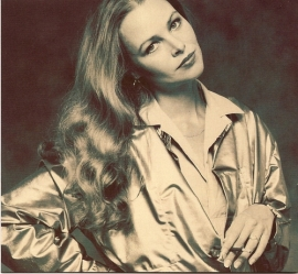 michelle_phillips_with_cigarette_in_1980s