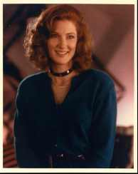 annette_o'toole_blue_top_and_choker_2