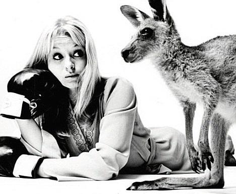 liza_goddard_looking_at_skippy_the_bush_kangaroo