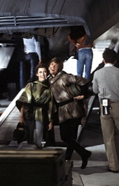 return_of_the_jedi_carrie_fisher_and_mark_hamill_goofing_around