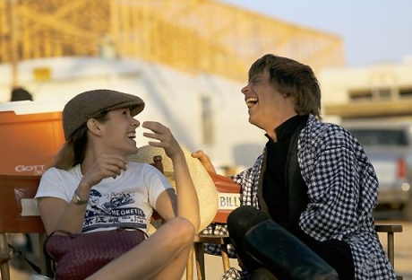 return_of_the_jedi_carrie_fisher_and_mark_hamill_in_directors_chairs_2