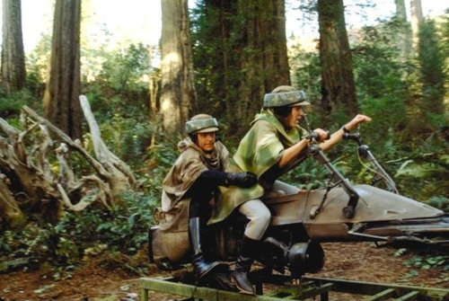 return_of_the_jedi_carrie_fisher_and_mark_hamill_on_a_mounted_speeder_bike