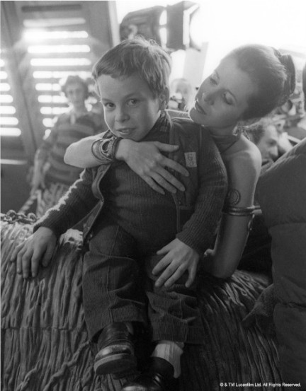 return_of_the_jedi_carrie_fisher_and_warwick_davies_who_played_wickett_the_ewok