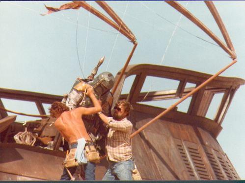 return_of_the_jedi_crew_members_manhandling_boba_fett_on_jabba's_barge
