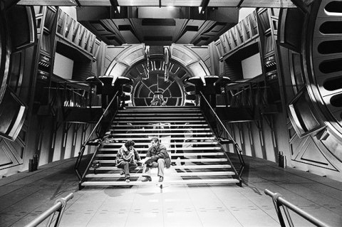 return_of_the_jedi_george_lucas_and_harrison_ford_discuss_things_on_the_emperor's_throne_room_set