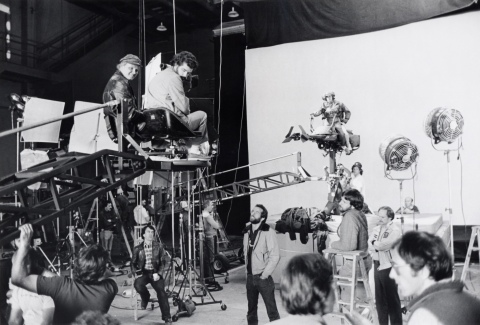 return_of_the_jedi_george_lucas_directing_land_speeder_sequence_against_blue_screen