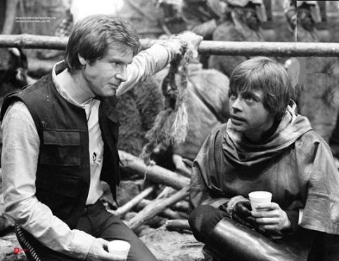 return_of_the_jedi_harrison_ford_and_mark_hamill_in_a_tea_break_between_scenes