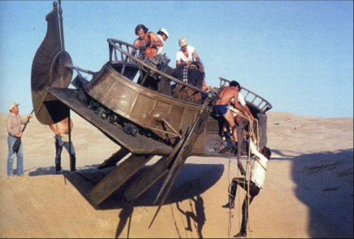 return_of_the_jedi_harrison_ford's_stuntman_hanging_from_scaled_down_version_of_jabba's_barge
