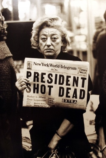 john_f_kennedy_assassination_john_avendon_photograph_of_new_york_showing_newspaper_headline