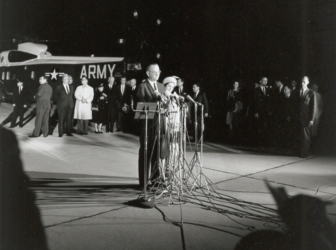 john_f_kennedy_assassination_lydon_b_johnson_addressing_the_press_for_the_first_time_as_president_just_after_departing_air_force_one