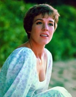 julie_andrews_cleavage_in_dress