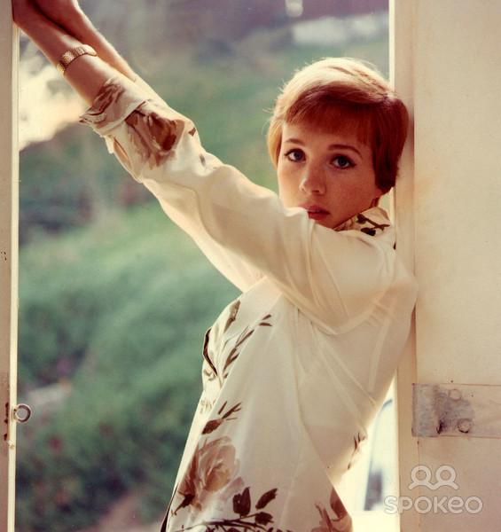 Julie Andrews: Retro Crimbo: Julie Andrews/ Phoebe Cates