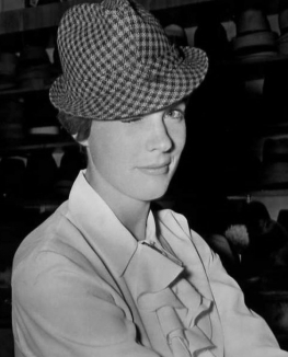 julie_andrews_winking_in_hat