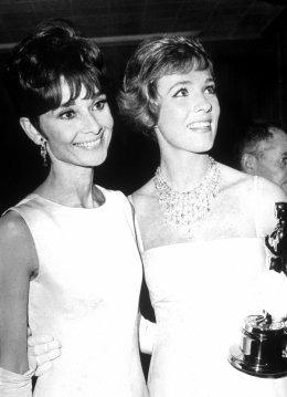 julie_andrews_with_her_oscar_and_audrey_hepburn