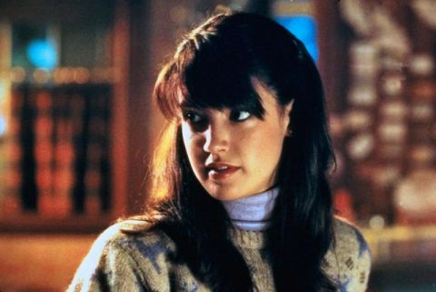 phoebe_cates_gremlins_wearing_jumper