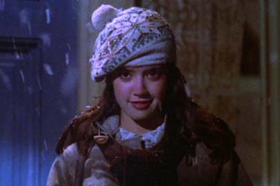 phoebe_cates_gremlins_wearing_woolly_hat