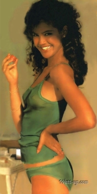 phoebe_cates_modelling_green_lingerie