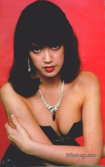 phoebe_cates_modelling_in_black_dress_with_cleavage