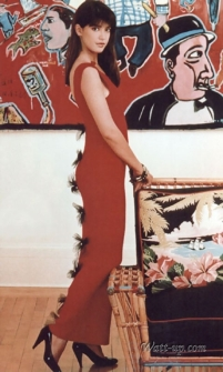 phoebe_cates_modelling_red_dress