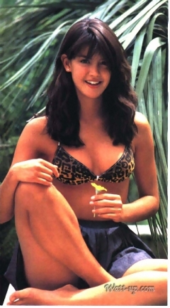 phoebe_cates_modelling_wearing_tiger-print_bikini_2