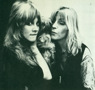 stevie_nicks_and_christine_mcvie_with_doggy_friend