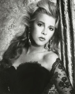stevie_nicks_glamorous_1980s_look
