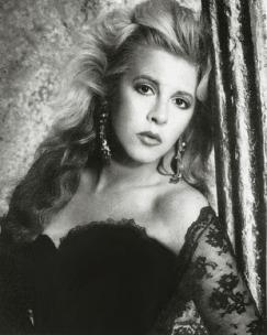 stevie_nicks_glamorous_1980s_look