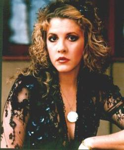 stevie_nicks_in_lacy_black_outfit