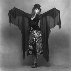 stevie_nicks_in_platform_shoes_2